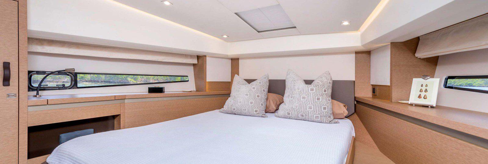 Prestige 460 Flybridge master cabin