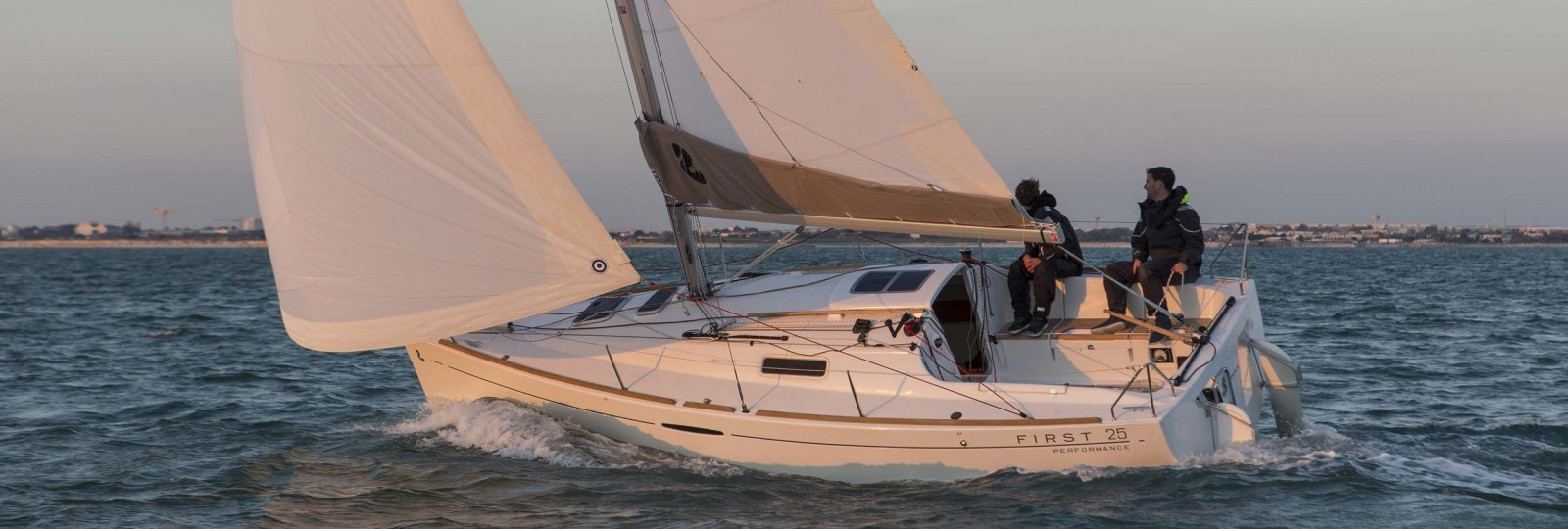 Beneteau First 25 running