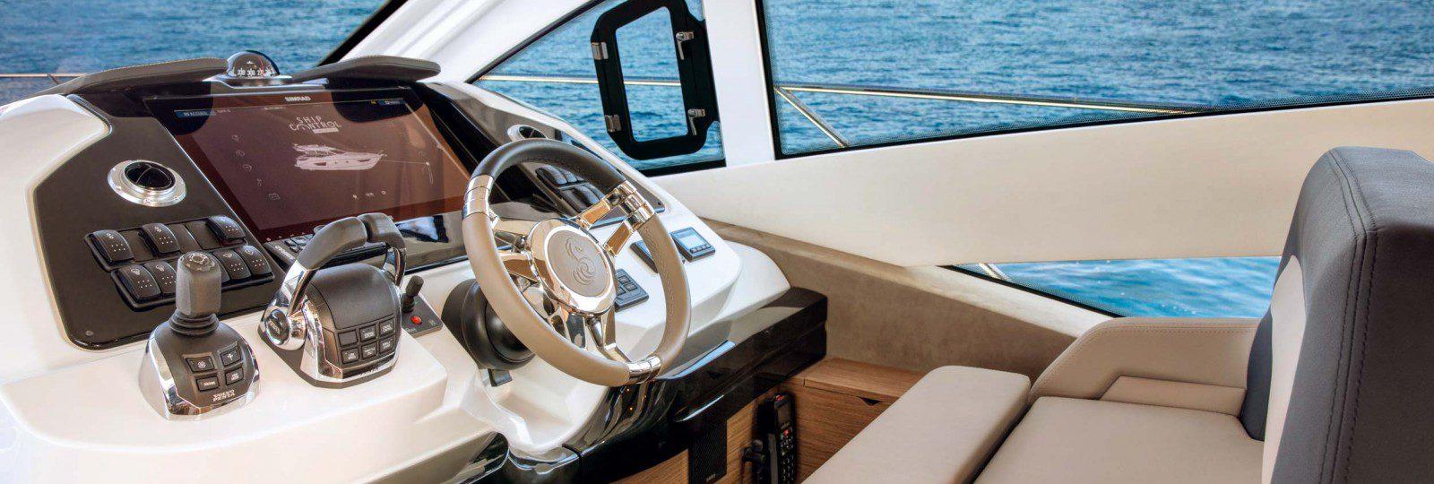 Beneteau Gran Turismo 50 Sportfly helm