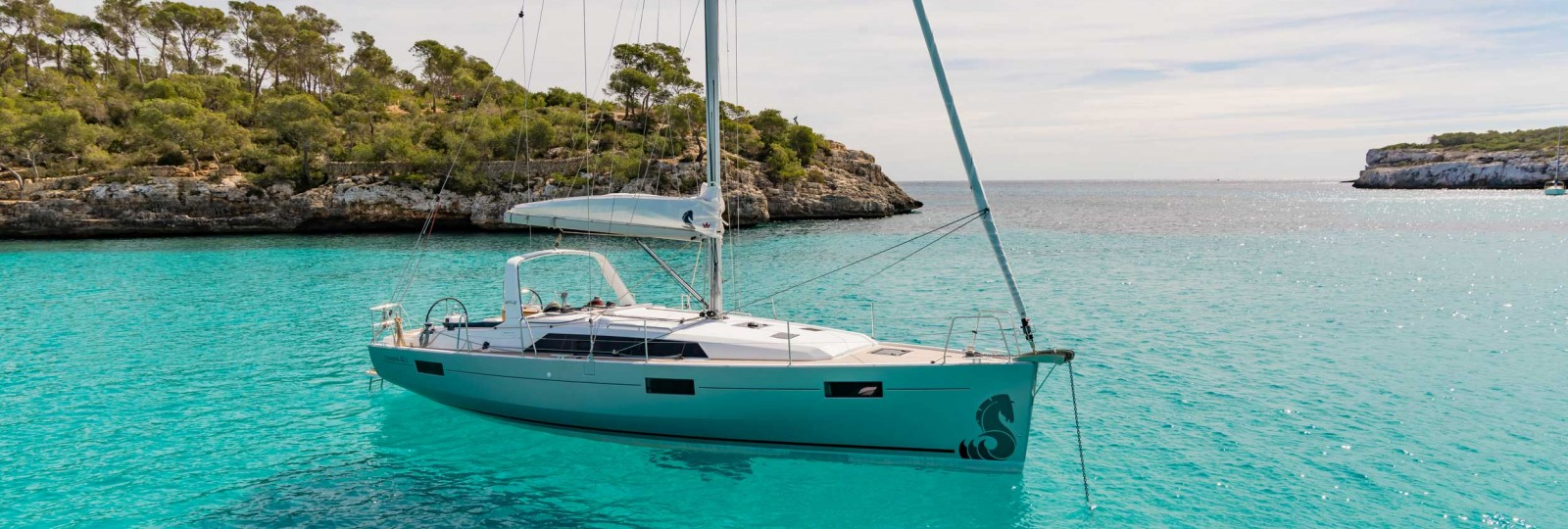 Beneteau Oceanis 41.1 at anchor