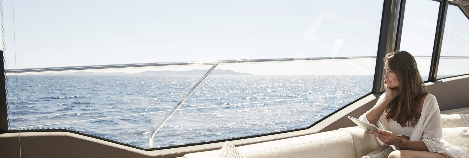 Prestige Yachts 630 saloon
