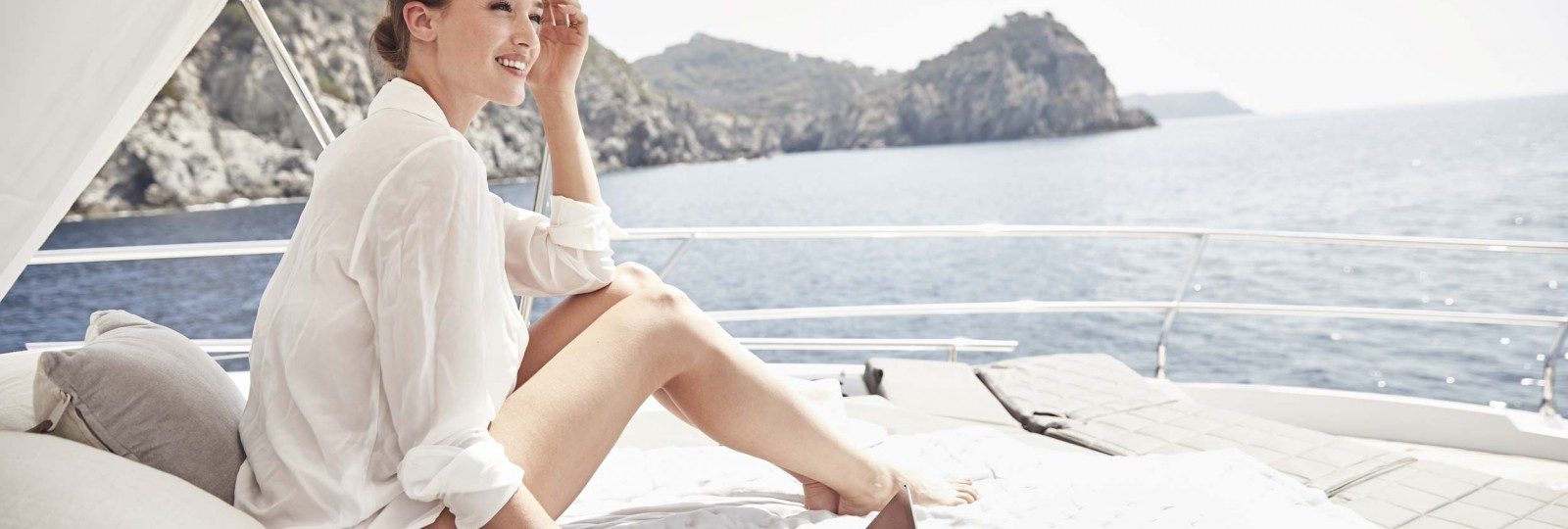 Prestige Yachts 630s bow sun bed