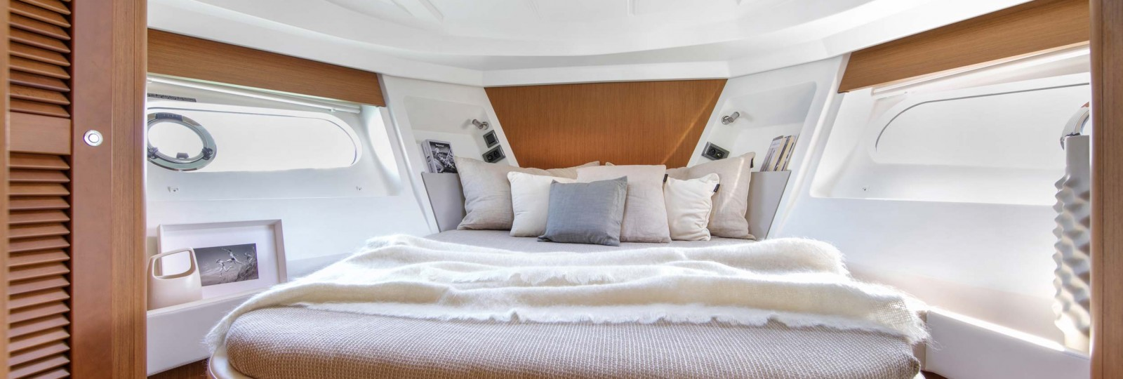 Beneteau Swift Trawler 35 master cabin