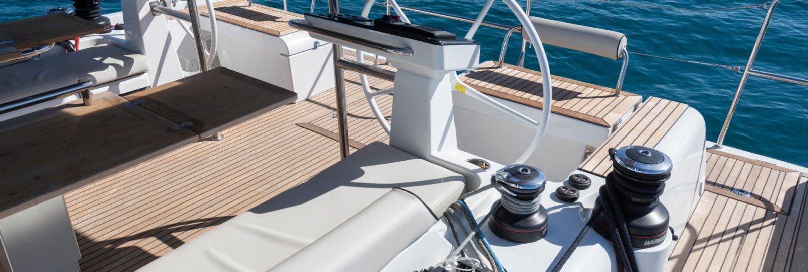 Oceanis Yacht 54 helm