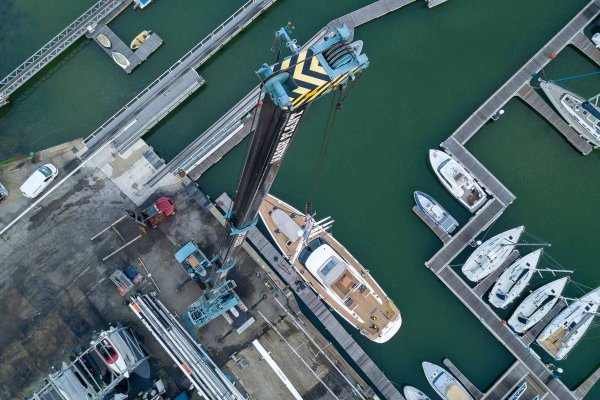 ancasta yacht services crane